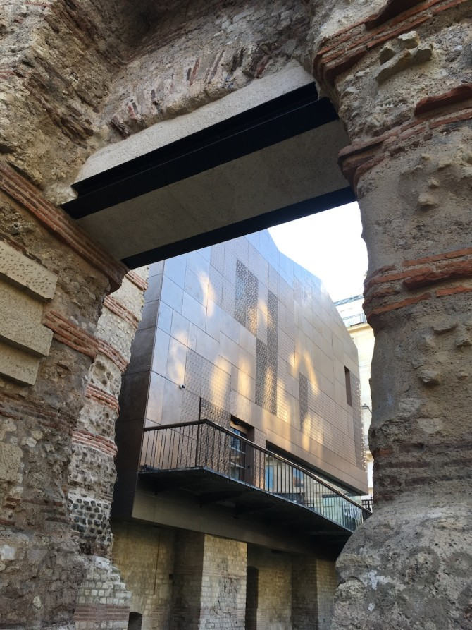 Musée de Cluny | musée national du Moyen Âge. Intégration d'un bâtiment contemporain de l'architecte Bernard Desmoulin vu à travers les thermes